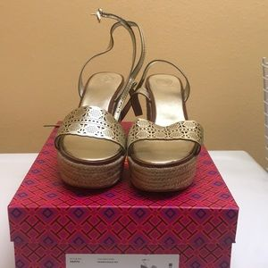 Tory burch spark gold platform sandals